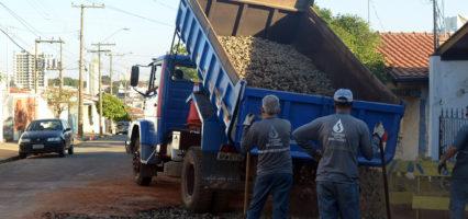 Tapa-buracos acontece no Portal do Sol, José Ometto III, Parque Tiradentes e Campestre